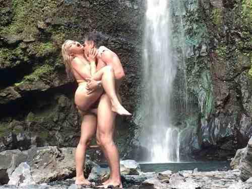 Aventura Sexual A Beira Da Cachoeira Com Anikka Albrite