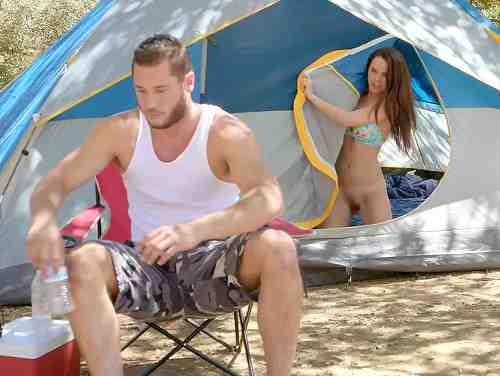 Flagra Novinha Nua Se Masturbando Na Barraca De Acampamento