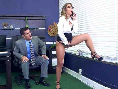Secretária Gostosa Pega No Flagra Se Masturbando No Escritório