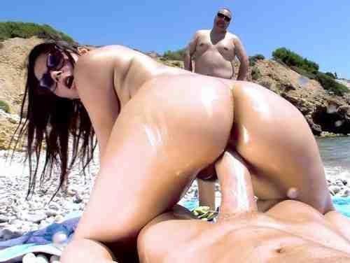 Sexo Na Praia Com Valentina Nappi Dando Xoxota Sem Frescuras