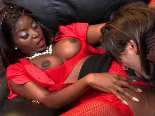 Brasileiras Fudendo Negra Gostosa Dando A Buceta No Sofá