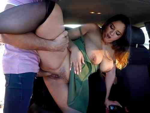 Sexo Brasileirinhas Com Loira Peituda Abrindo A Buceta E Fodendo No Carro