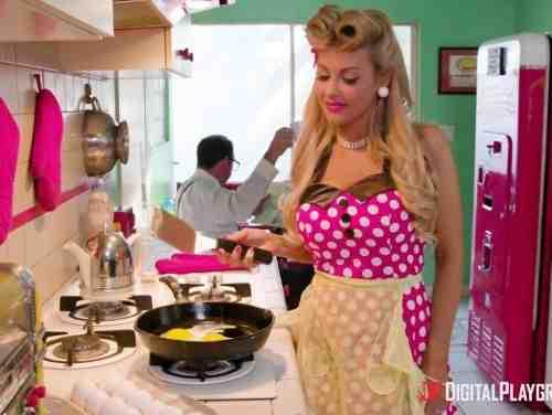 Samba Poeno Fodendo Uma Empregada Loira Bem Safada Na Cozinha