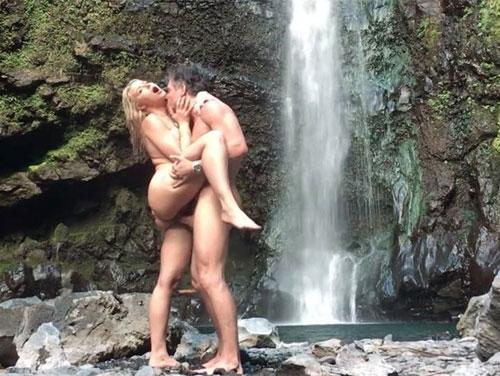 aventura sexual Anikka Alberite